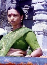Free porn pics of Desi curvy slut in traditional wear Saree 1 of 4 pics