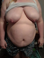 Free porn pics of jiggly fat wife 1 of 8 pics