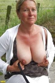 Free porn pics of Die mit dem dicken Hintern 1 of 264 pics